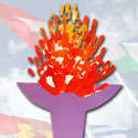 Torche olympique peinte avec les mains