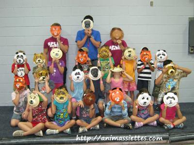 Les enfants avec leurs masques