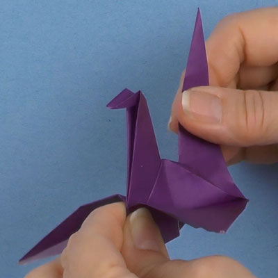Grue en origami avec ailes mobiles